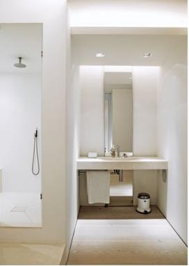 Badeværelse i hvidt